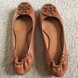 Tory Burch Tan Reva Pebbled Leather Flats Sz 5